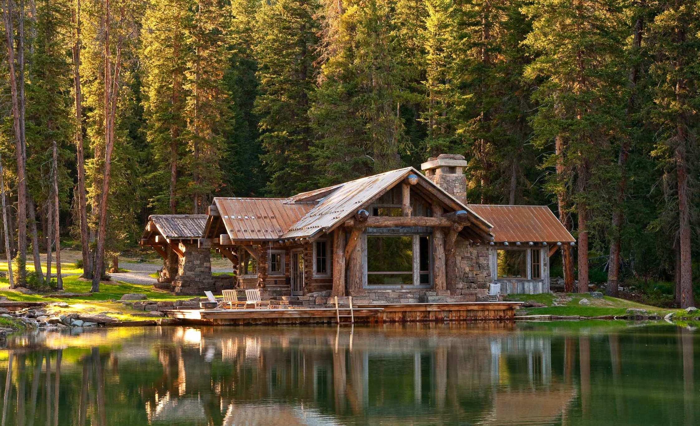 Внешне скромный и простой, но такой уютный и семейный дом шале