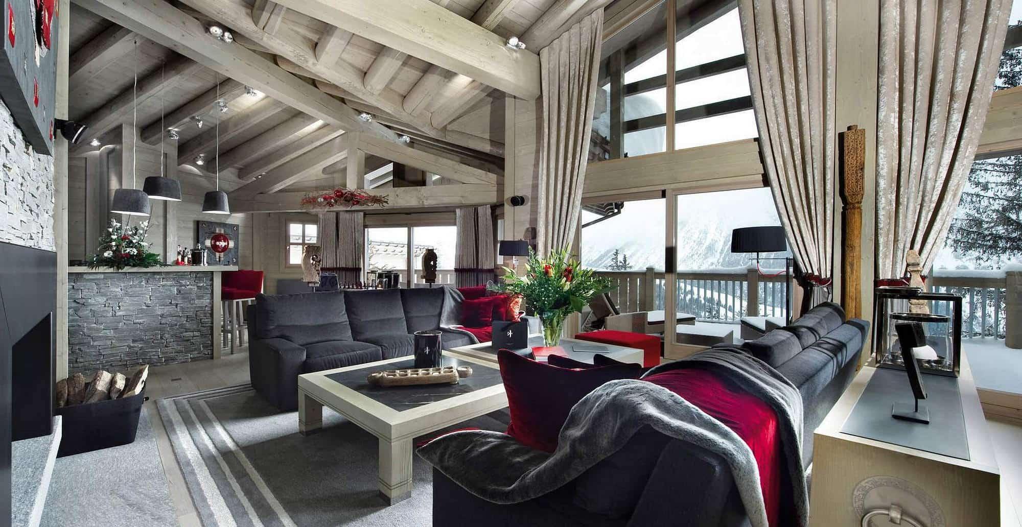 Красивый и современный интерьер гостиной в стиле шале в светлом цвете