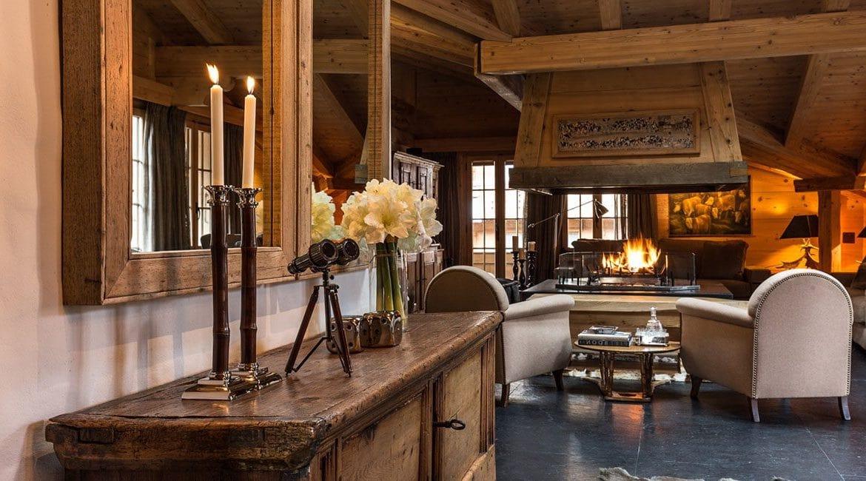 Искусственно состаренная мебель выглядит роскошно