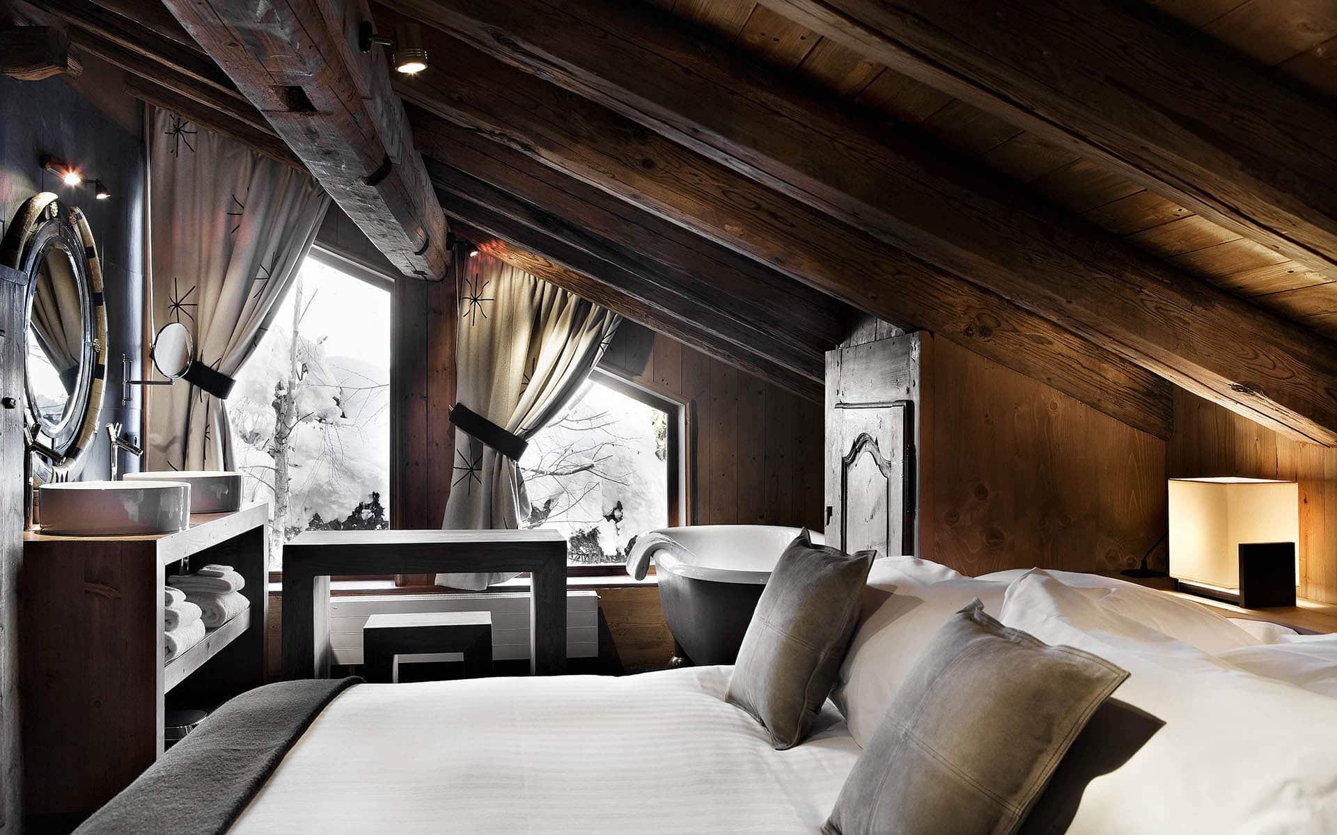 Еще одна идея для расположении спальни на мансардном этаже