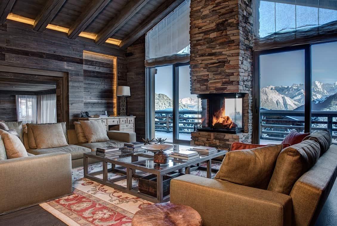 Просторная гостиная с живописным видом на горы