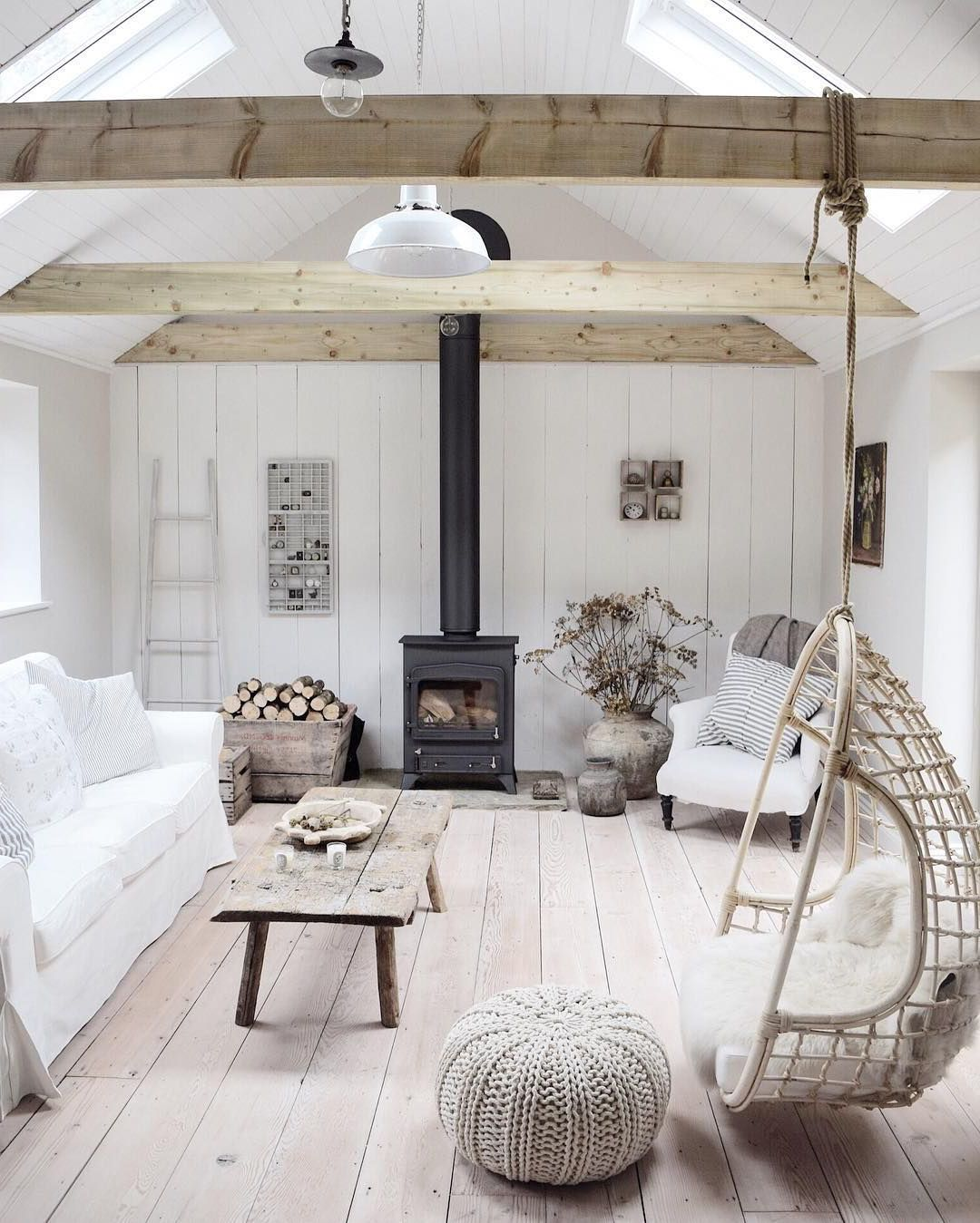 Белоснежная комната в скандинавском стиле