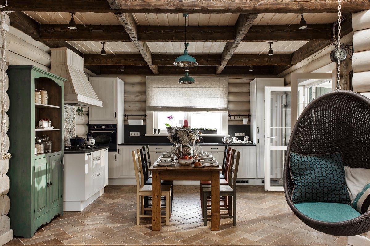 Кухня в стиле кантри с яркими акцентами