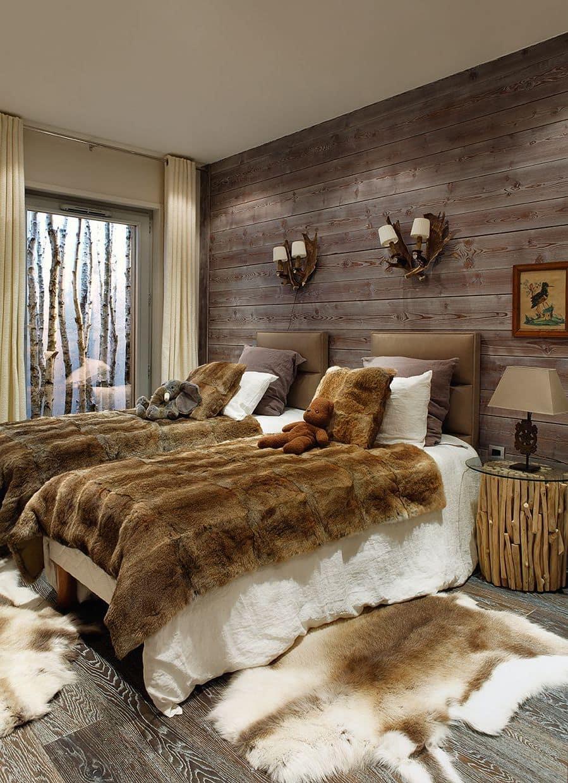 Старинная мебель и другие атрибуты интерьера создают атмосферу домашнего уюта