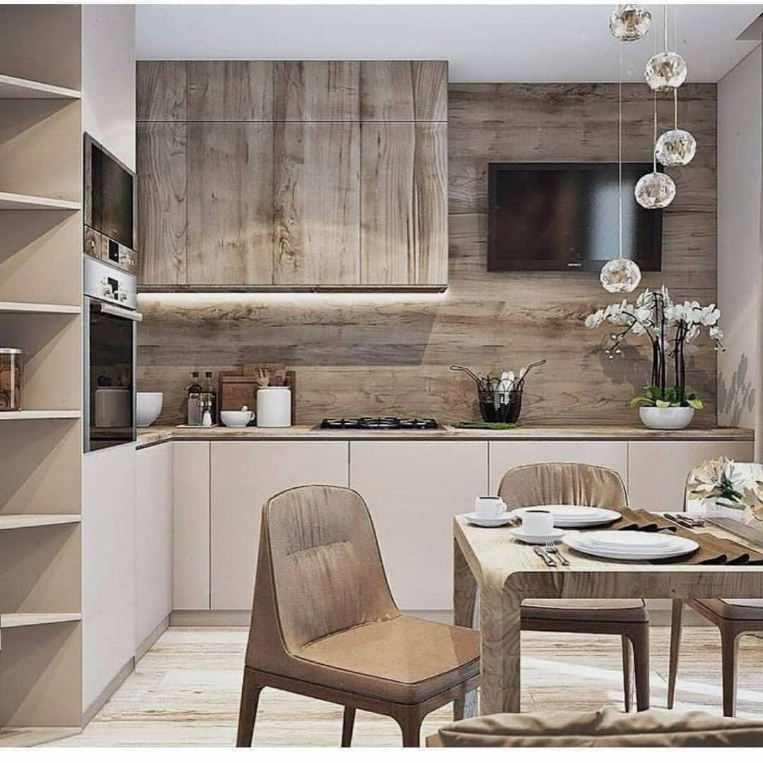 Красивый интерьер кухни с ламинатом на стене