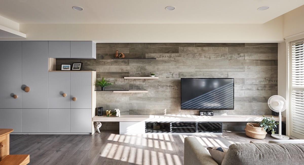 Темные тона ламината на стене лучше использовать в просторных помещения