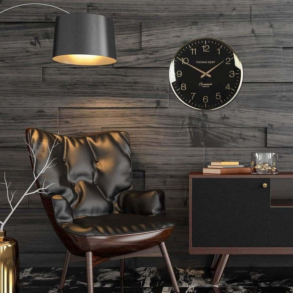 Темный ламинат в оформлении стен смотрятся дорого и роскошно