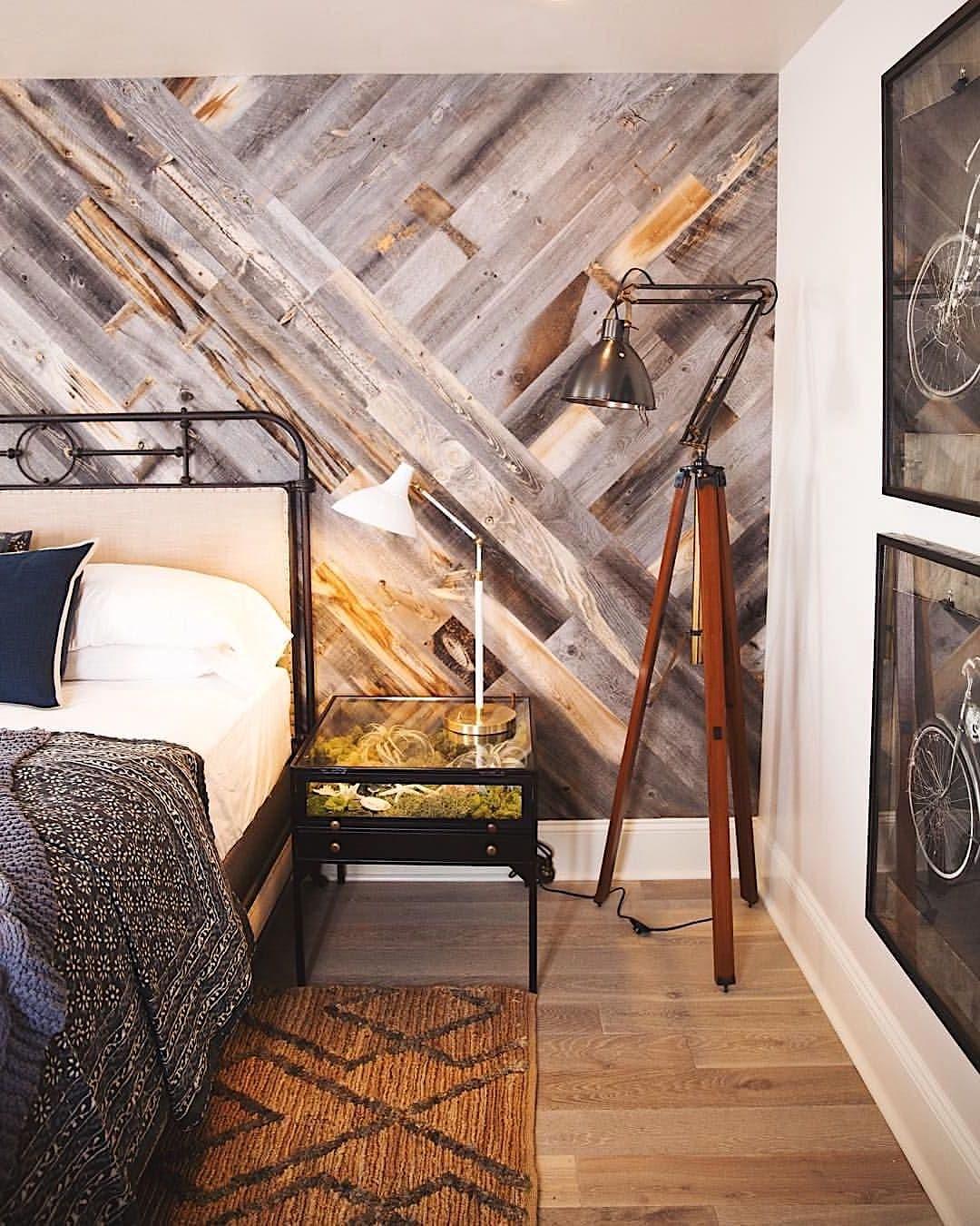 Дизайнерские идеи с напольным покрытием на стене воплощенные в жизнь