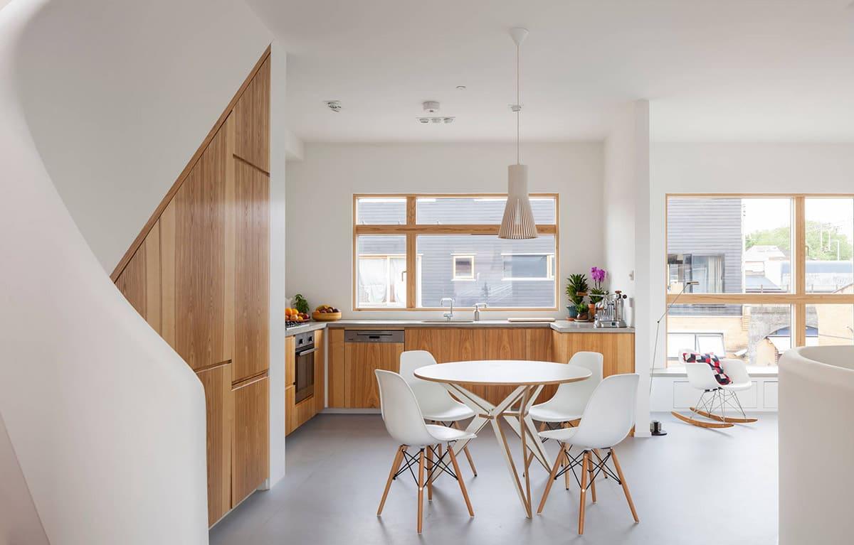 Светлая и просторная комната с хорошим естественным освещением