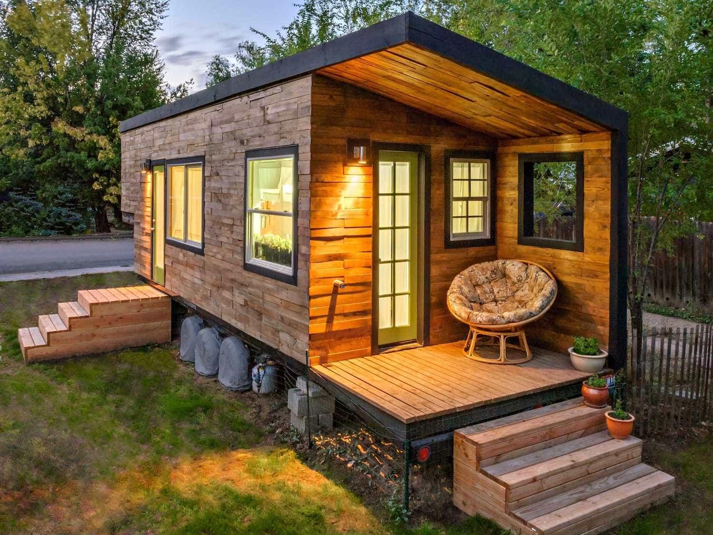 Миниатюрный садовый домик из блока-контейнера