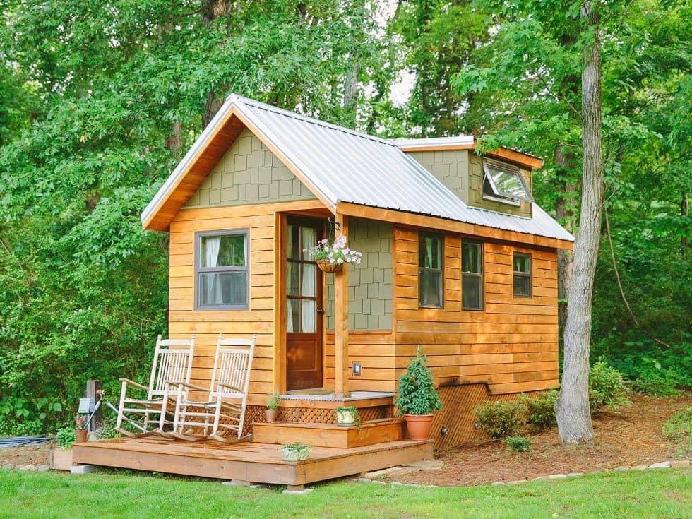 Построить такой дачный домик своими руками можно всего за один месяц