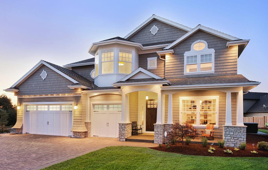 Выбирая проект будущего жилища, помните, что фасад гаража и дома должны хорошо гармонировать друг с другом