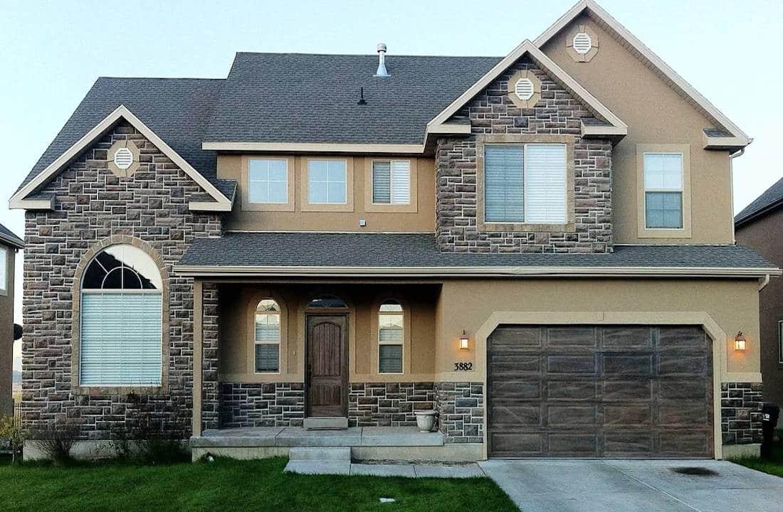 Дом и гараж под одной крышей должен смотреться, как единое целое