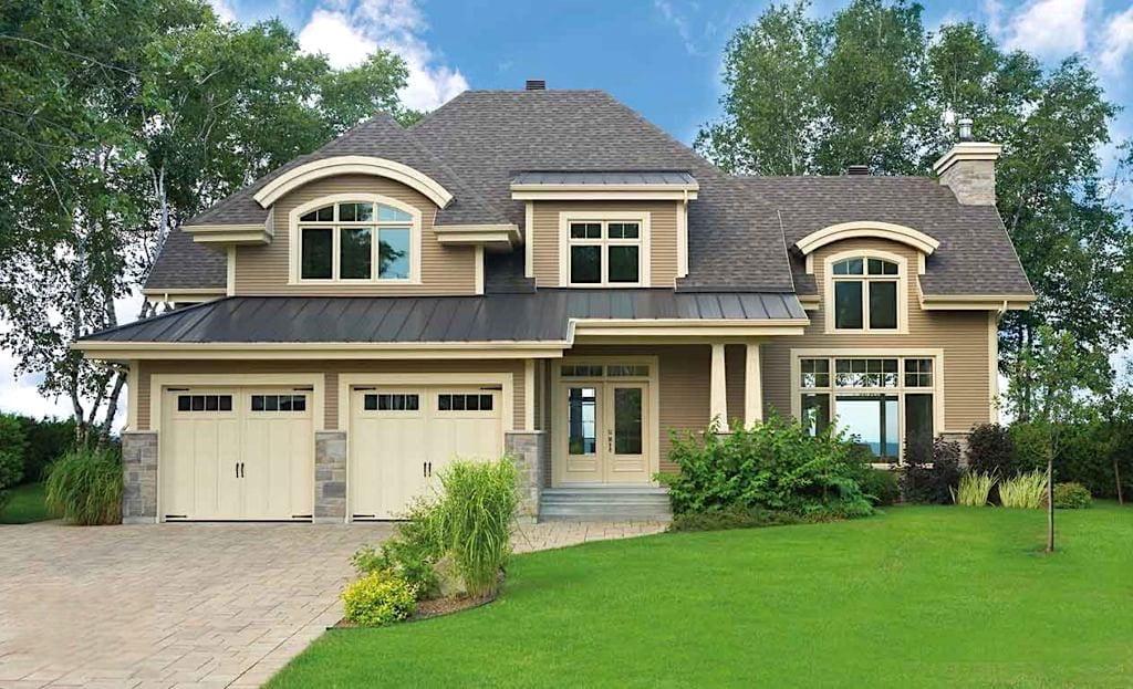 Большой и комфортный дом с красивым фасадом