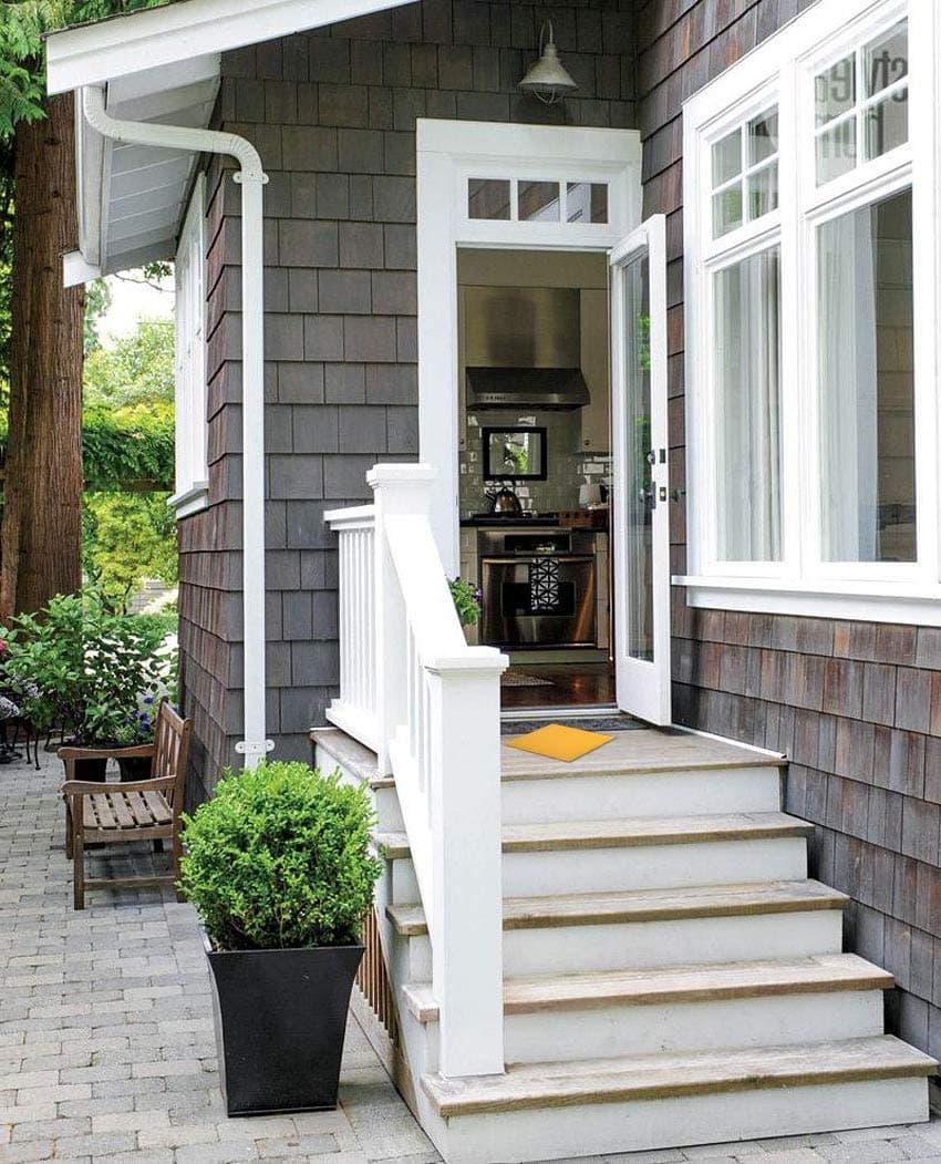Дом в финском стиле с маленьким симпатичным крылечком