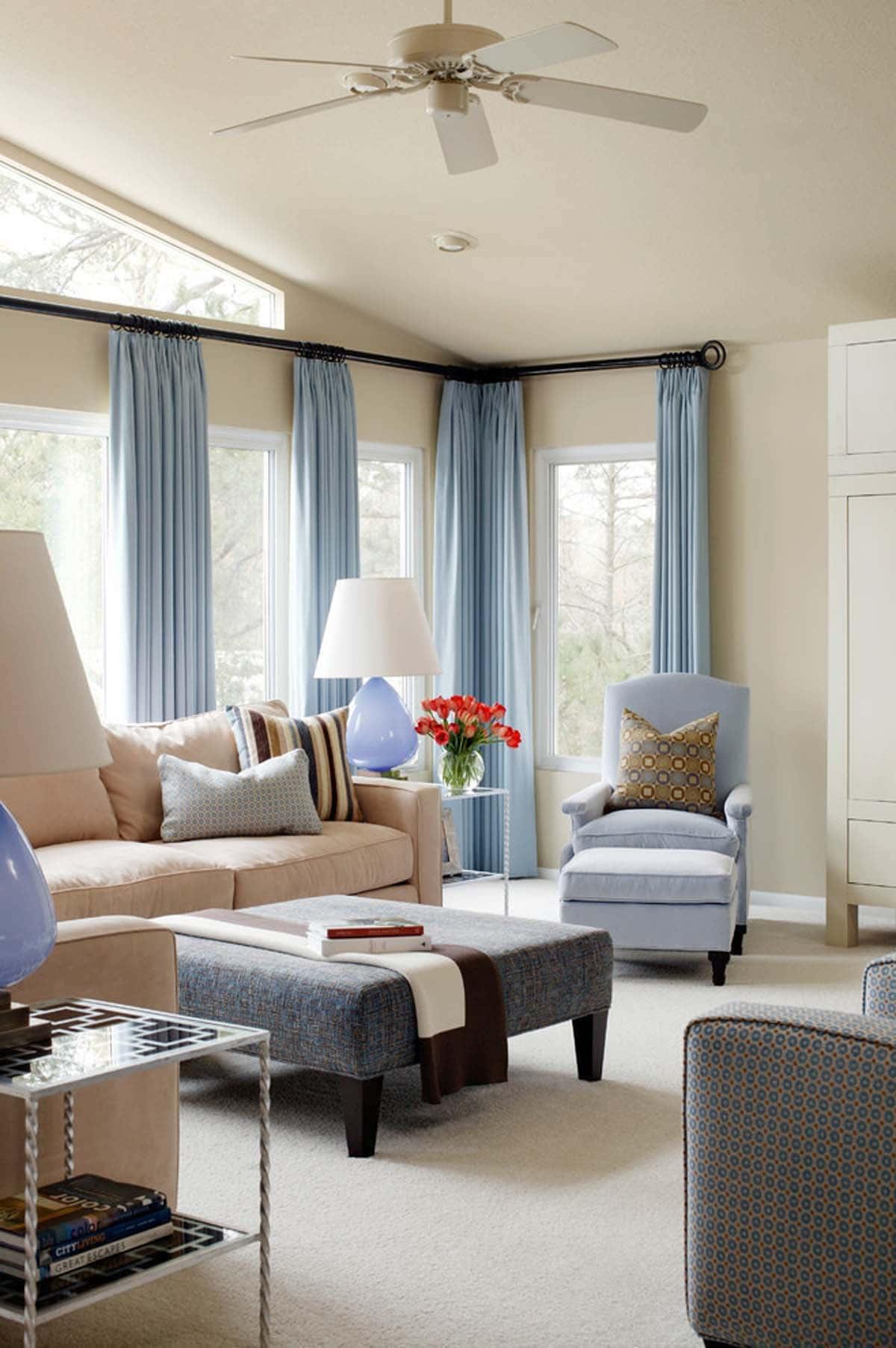 Современные интерьер гостиной в бежевых и голубых цветах