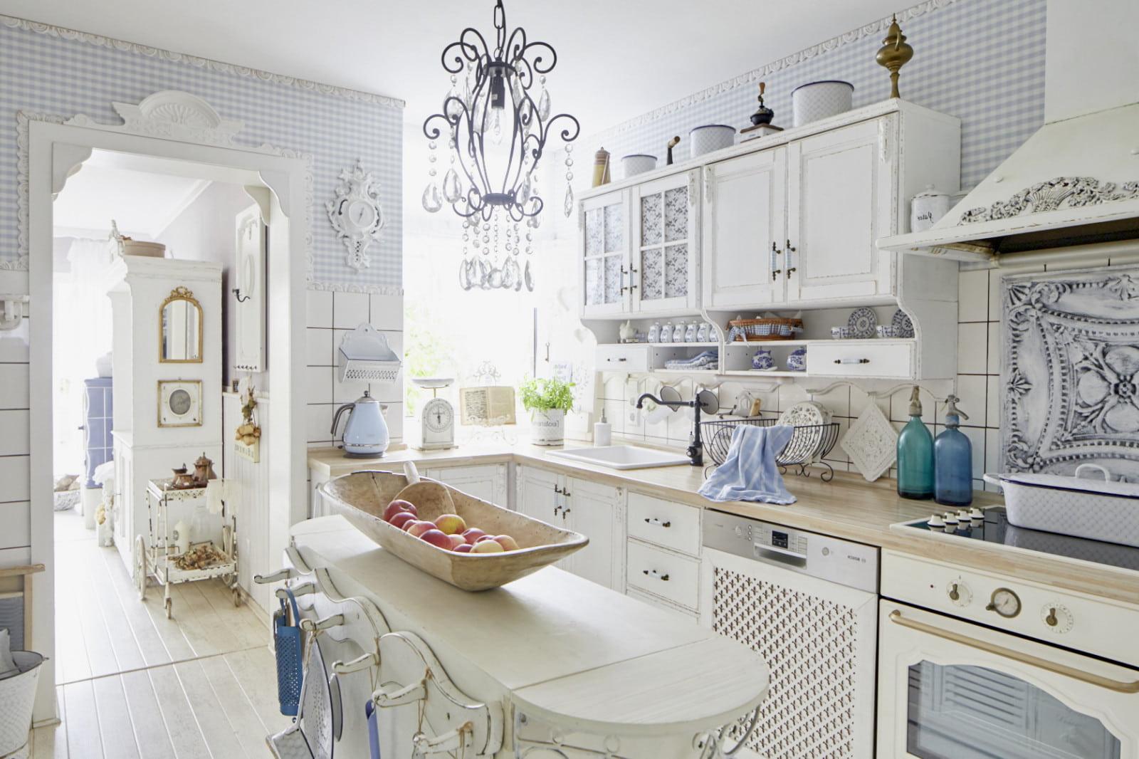 Роскошная кухня в стиле шебби-шик