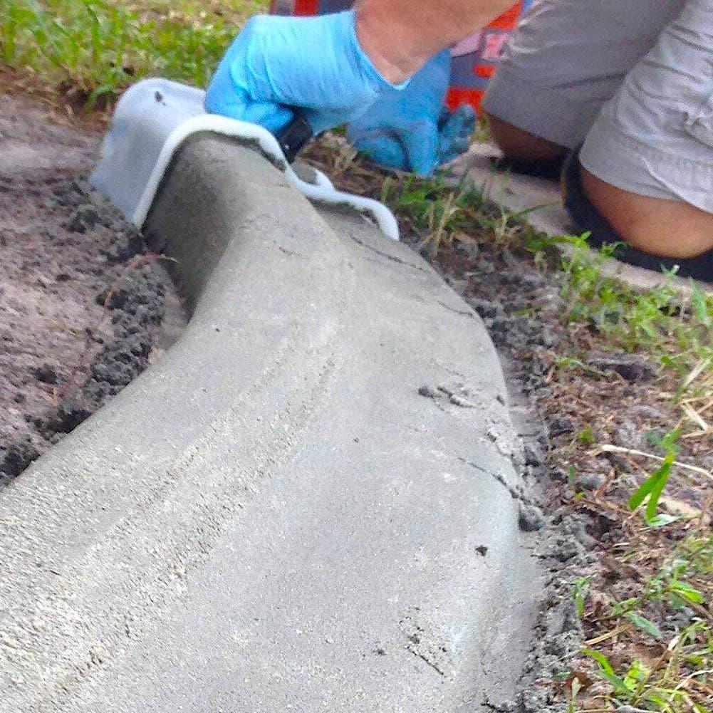Имея определенные навыки и инструмент, ограждение для клумбы из бетона можно выполнить своими руками