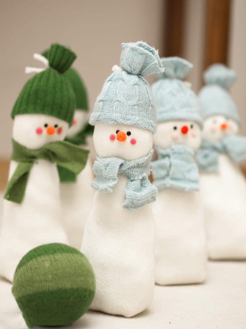 Каждому другу или подруге в подарок по интересному снеговику