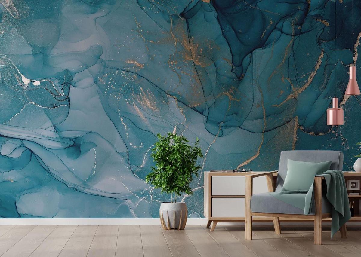 Обои с абстрактными узорами прекрасно подойдут для оформления стен в гостиной