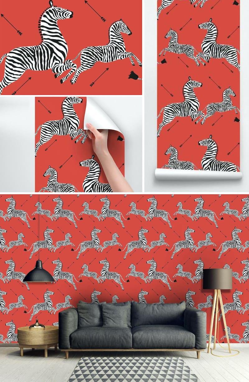 Красные обои с бегущими зебрами
