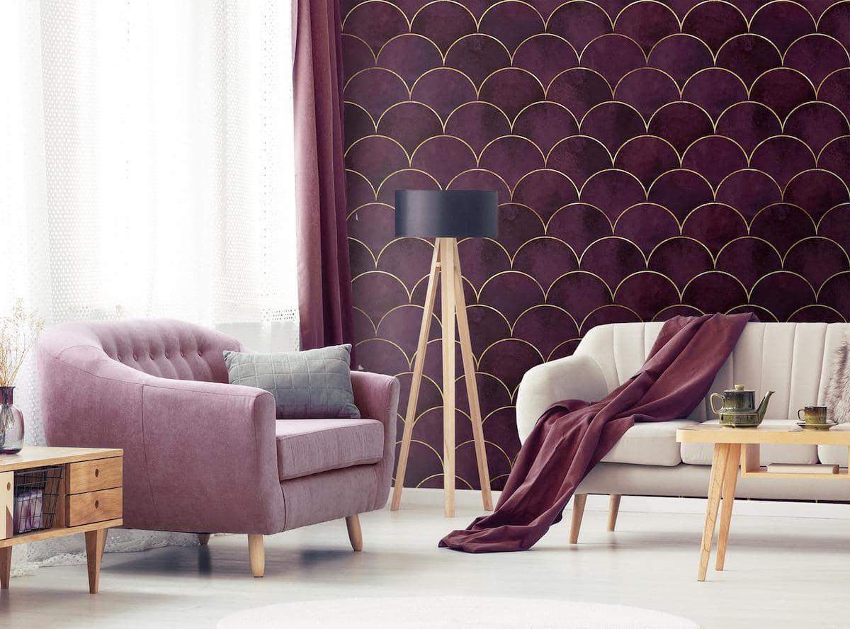 Мебель в гостиной, выполненная в едином стилевом решении с настенными обоями