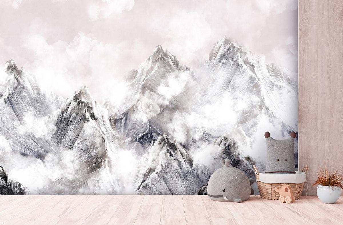 Обои с изображением гор являются довольно модным и популярным решением при оформлении стен в гостиной