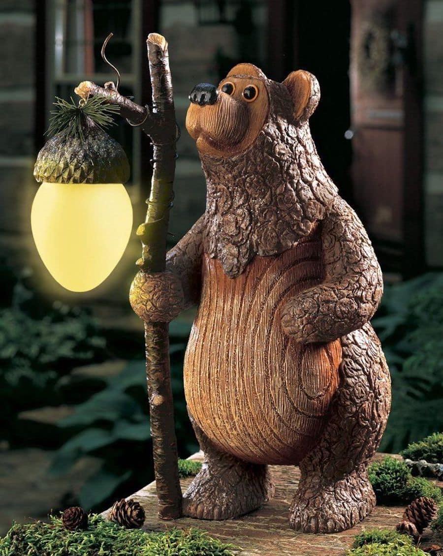 Резной деревянный медведь