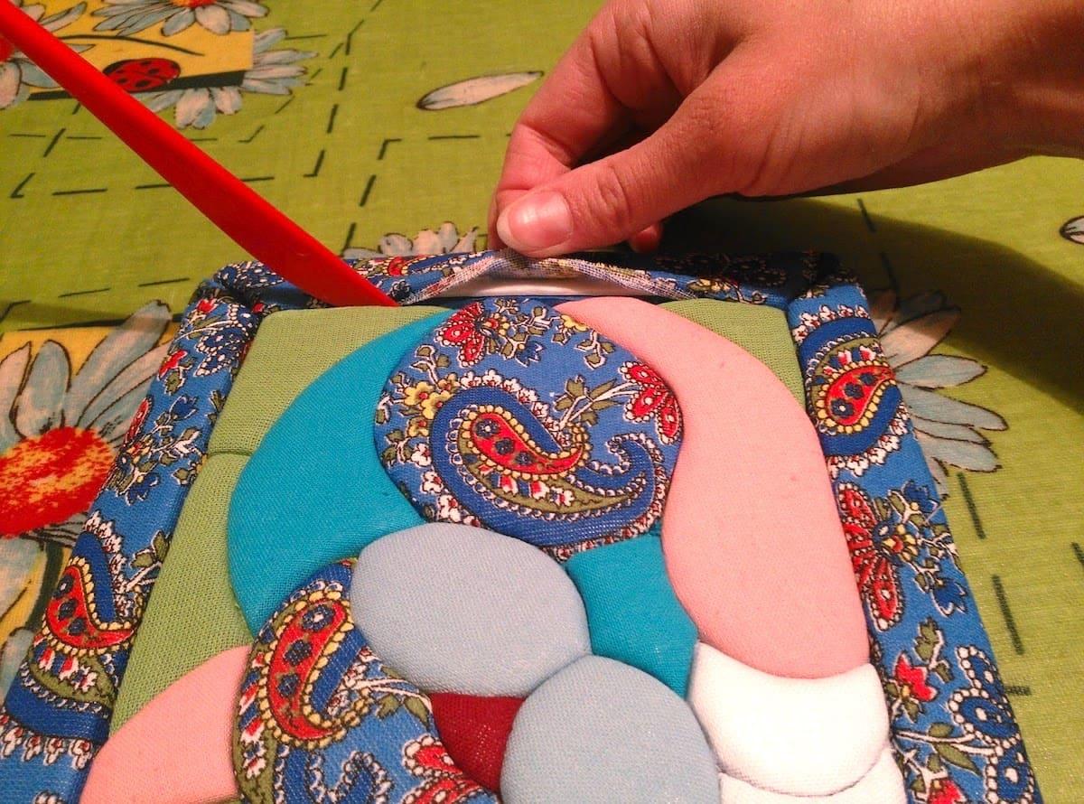 Рамку для картины можно также оформить тканью