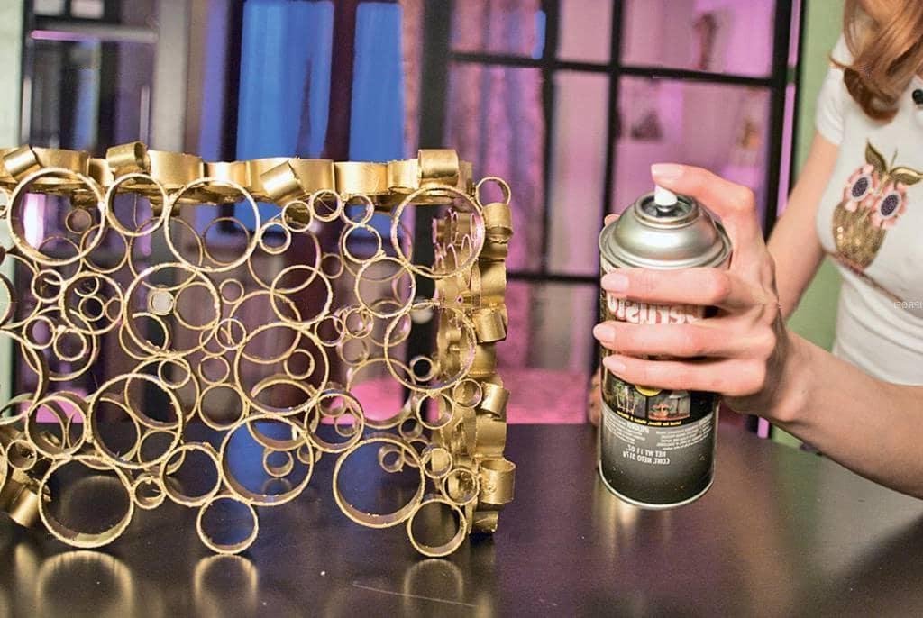 Немного золота и украшение из труб превратилось в арт-объект