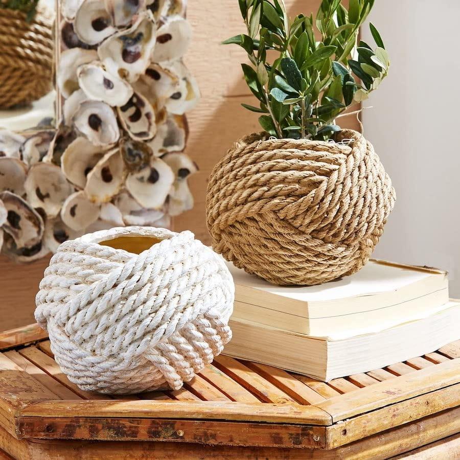 Обычные глиняные горшки для цветов давно утратили свою популярность