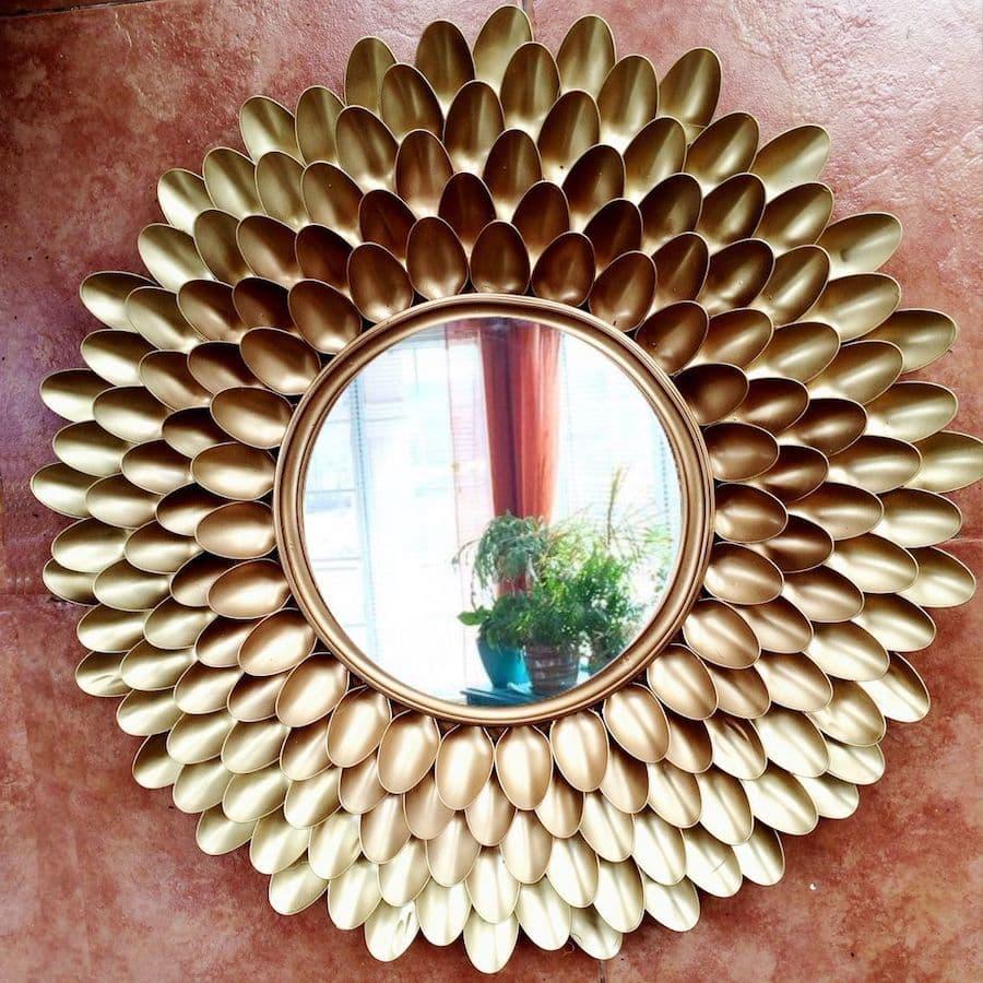 Эффектное зеркало для любителей эпатажных вещей