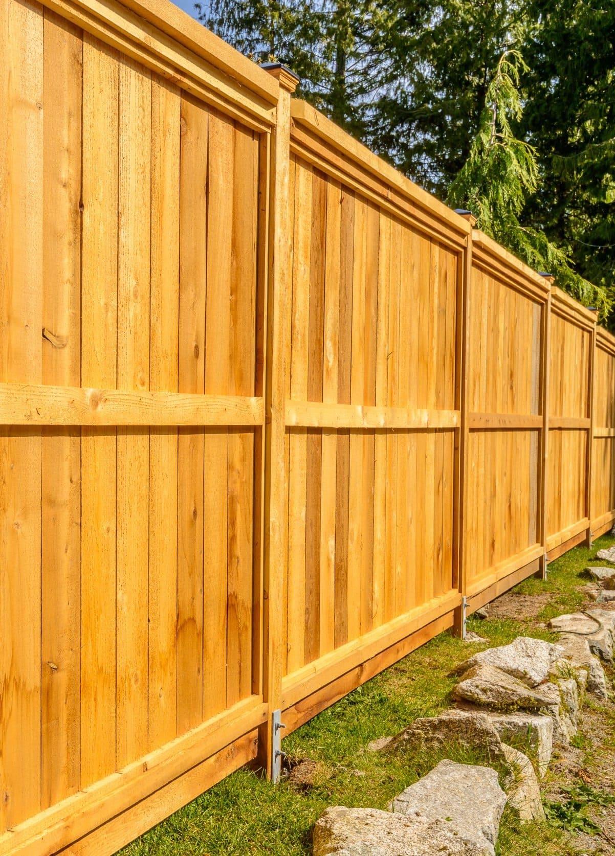 красивый деревянный забор фото 15